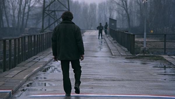 דימוי מתוך: נצח ועוד יום (The Suspended Step of the Stork) / תיאו אנגלופולוס, 1991