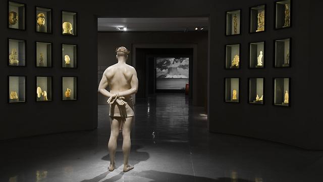 """מבט על התערוכה """"קיצור תולדות האנושות"""", צילום: אלי פוזנר, מוזיאון ישראל"""
