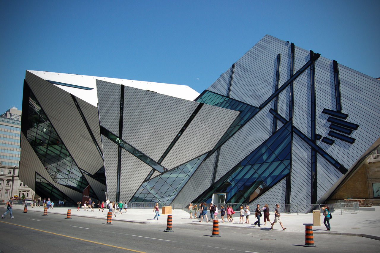 Michael Lee-Chin Crystal of Royal Ontario Museum in Toronto.aysonho @ Open Grid Scheduler / Grid Engine Wikimedia Commons