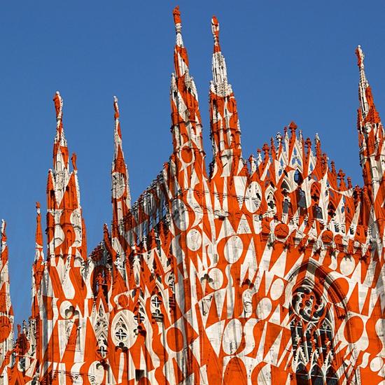 A Catedral de Milão embalada com o zigue-zague da Missoni